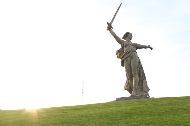 Top-16-Statues-of-the-World-Calling-the-Motherland
