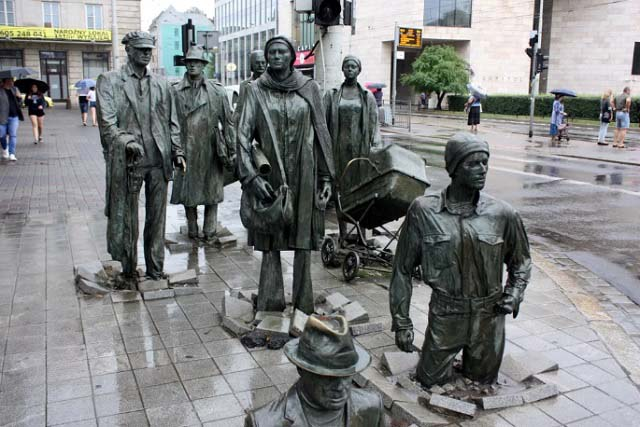 Passerby-Statue-Wroclaw-Poland